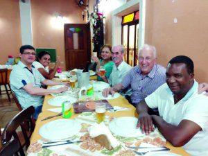 """No Restaurante """"La Lolla"""", momento agradável em família: Edson, Cátia, Nadir, Aparecido, Paulo Amigo e Quinzinho."""