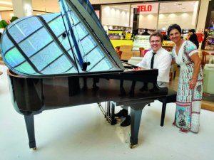 É impossível ir ao Mogi Shopping e não apreciar as apresentações e o repertório do pianista Diego Novaes. Aproveitei para parabenizá-lo pelo sucesso.