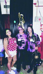Juliana, Margareth e Marcelo capricharam no visual para curtir o 2º Baile Retrô anos 60,70,80 realizado nas dependências do Guararema Futebol Clube (25/01) em prol da Restauração da Capela D'Ajuda.